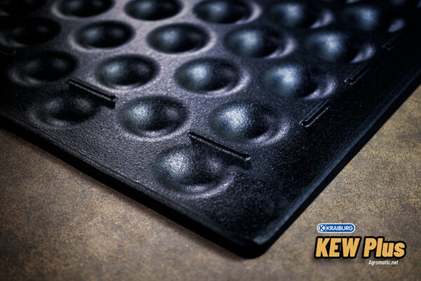 KRAIBURG KEW Plus 3-layer stall mat bottom mat close-up.