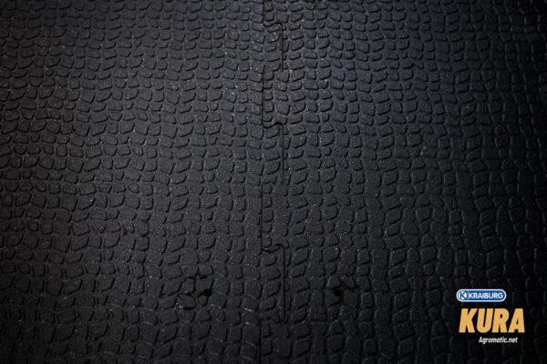 KRAIBURG KURA interlocking cow mat seam view.